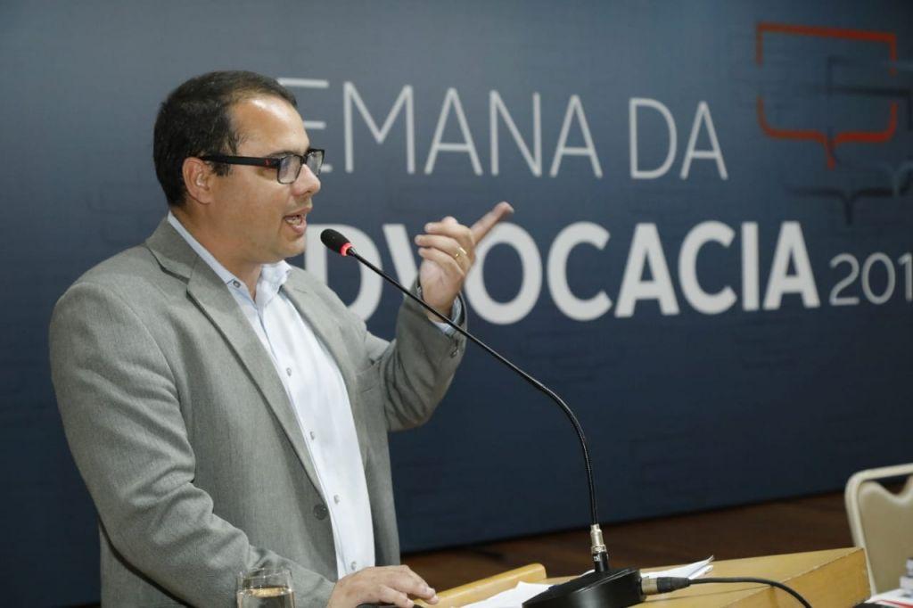 Advogado Leonardo Tovar