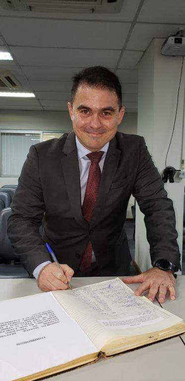 Assinatura do livro de posse - Renan Sales Vanderlei