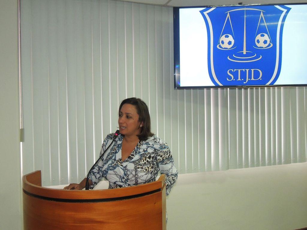 A secretária geral adjunta da OAB-ES, Érica Neves, participou da abertura da sessão do STJD