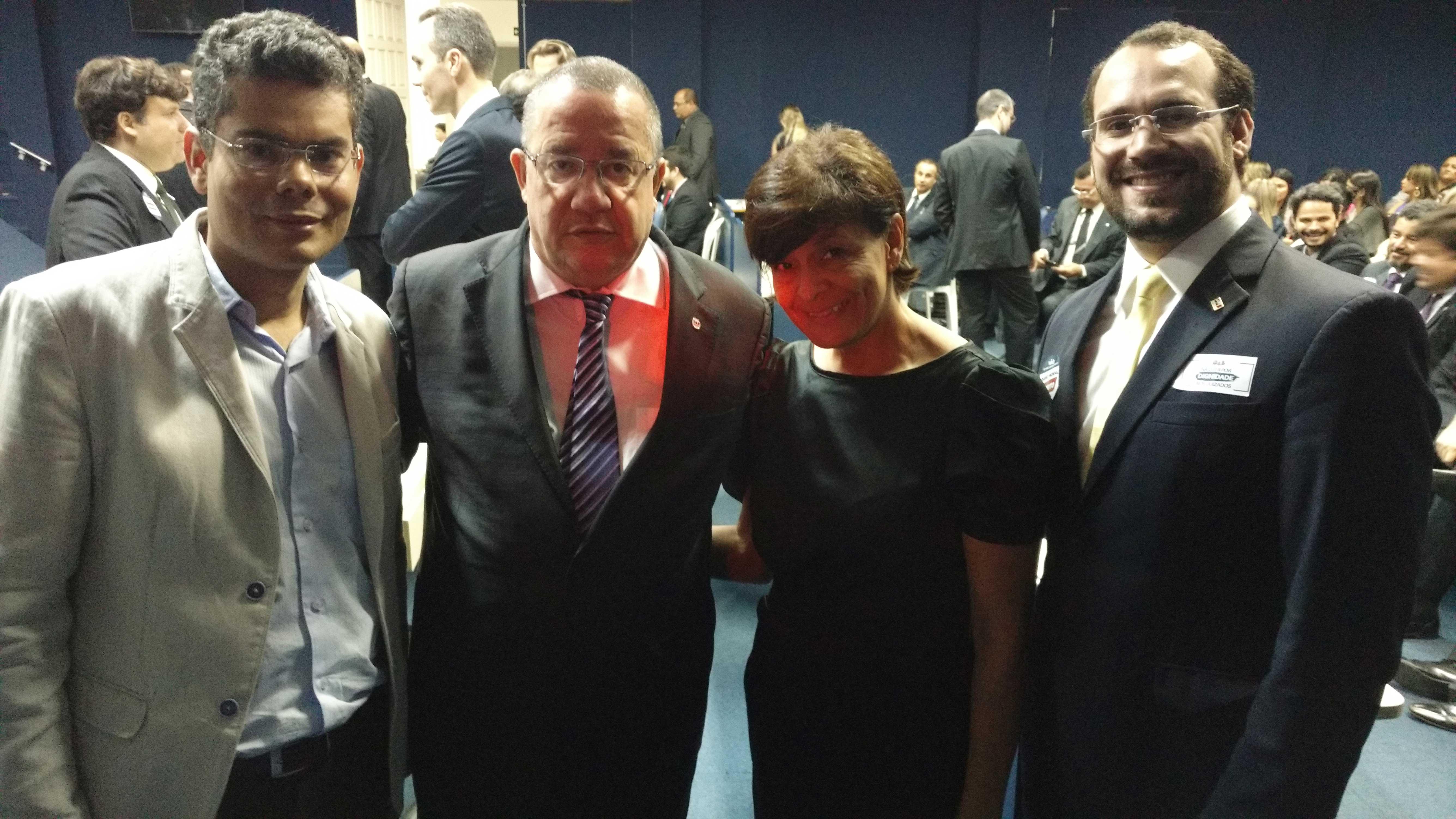 Homero Mafra e Orlindo Borges com representantes da Comunidade. Foto; Divulgação.