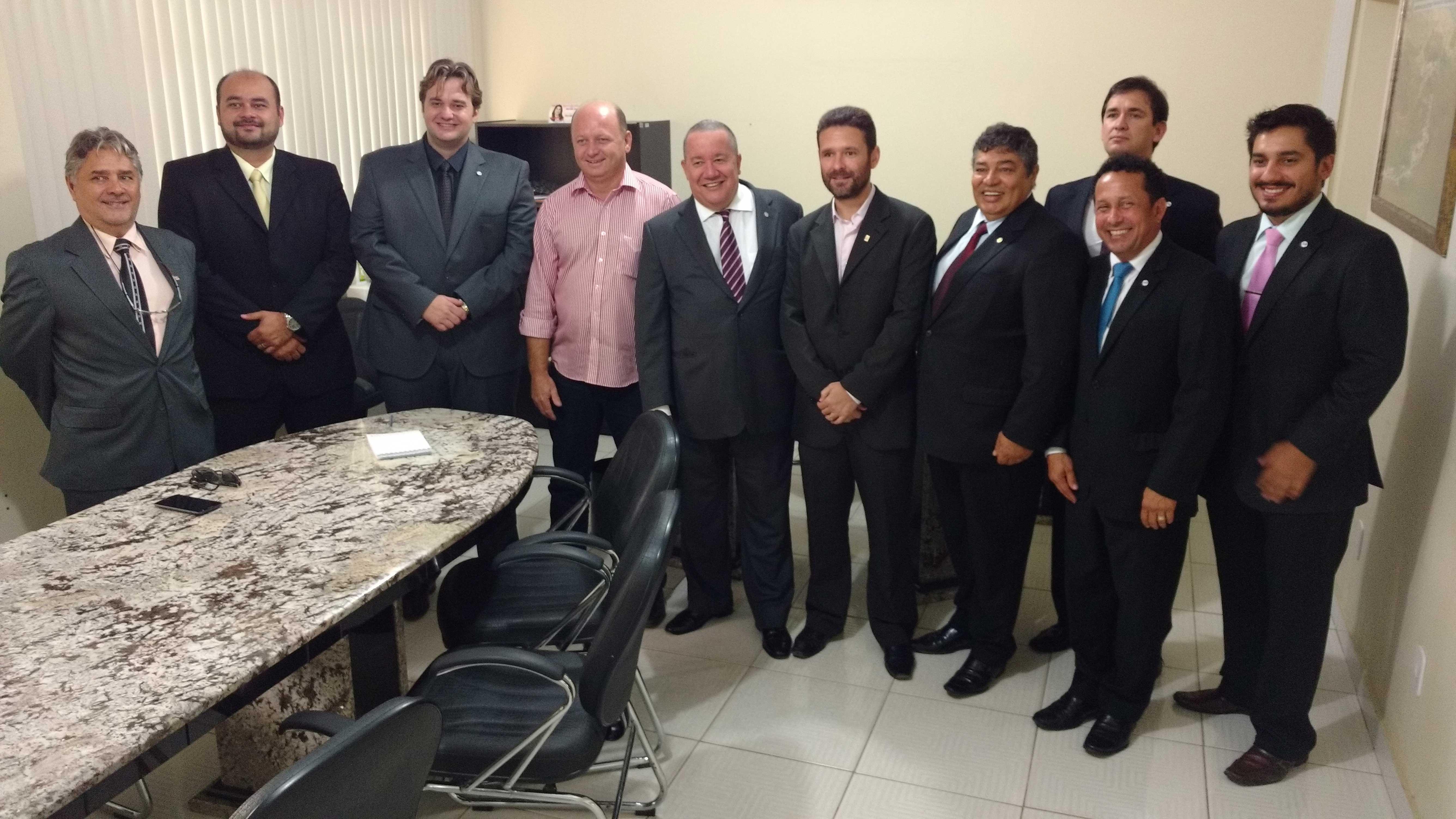 Reunião com prefeito e procurador de Mantenópolis. Foto: Divulgação.