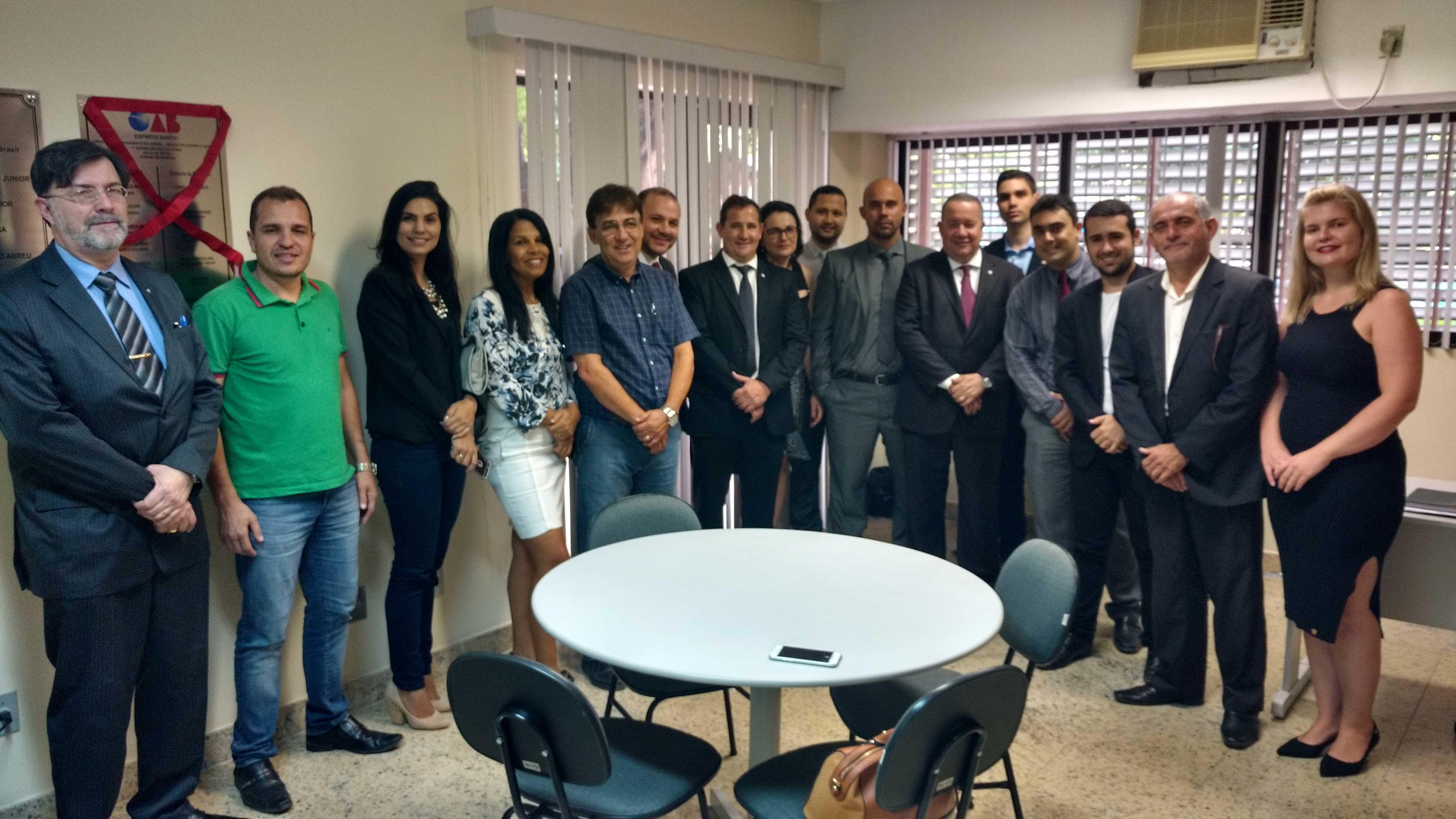 Advocacia de Pancas e autoridades reunidas na nova sala da OAB-ES. Foto: Divulgação.