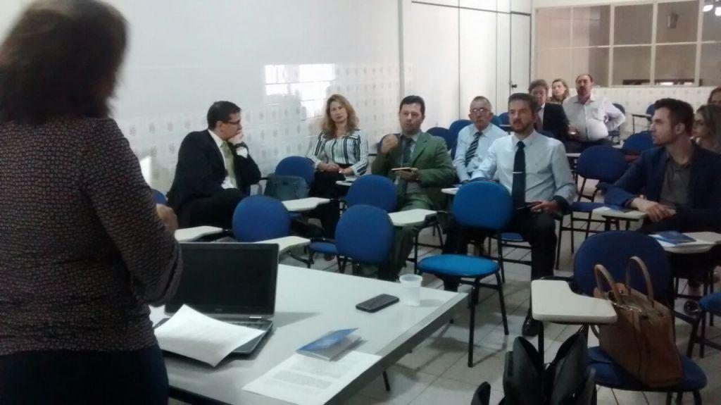 Advogados acompanham palestra em Santa Teresa. Foto: Divulgação.
