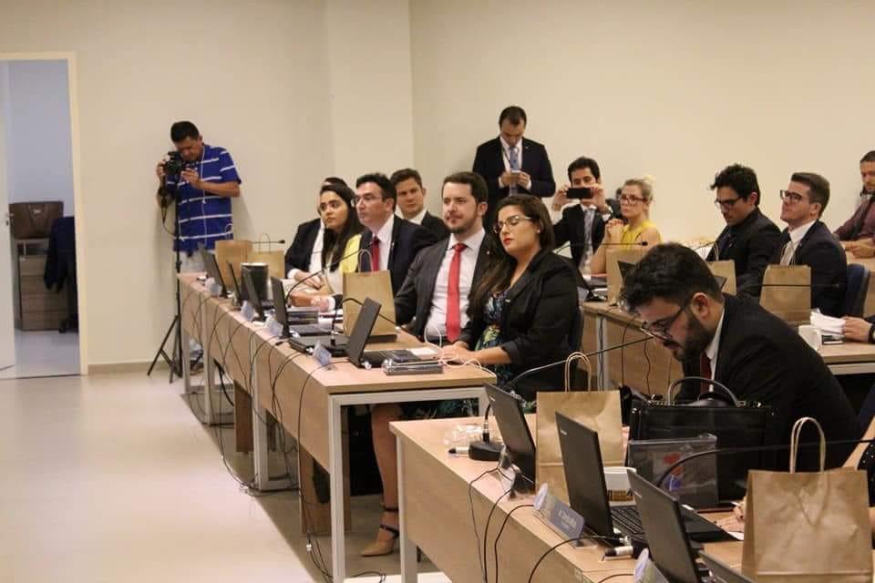 A presidente da CEAIC, Natálya Assunção, está participando das discussões